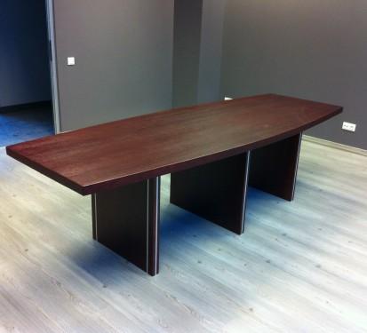 Konferenču galds